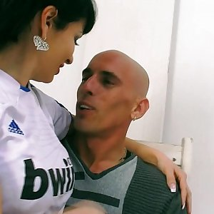 Amanda X - Real Madrid chick fanatic having sex - AmandaX folla a un aficionado