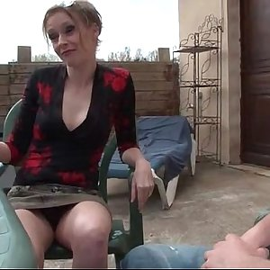 French mom seduces junior guy and gets sodomized outdoor
