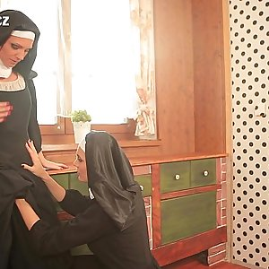 NUNS ENJOYING LESBIAN Hook-up