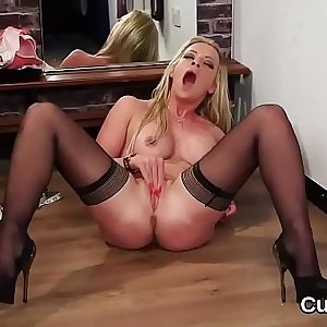 Flirty peach gets jizz load on her face guzzling all the ejaculate