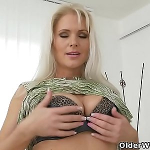 Euro milf Kathy Anderson needs to caress one out