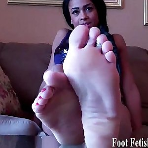 Masturbate your dick for our perfect soft little feet