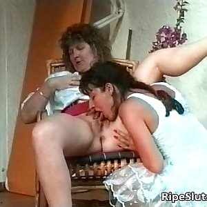 Dirty mature slut plays hot lesbian